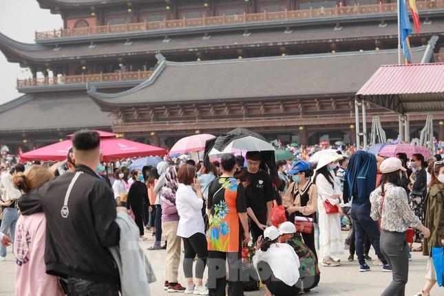 'Biển người' chen chân đi lễ chùa Tam Chúc ngày cuối tuần ảnh 4