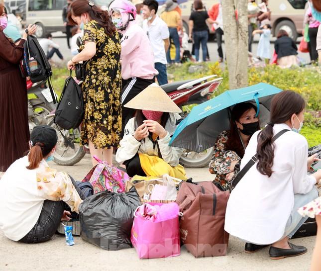 'Biển người' chen chân đi lễ chùa Tam Chúc ngày cuối tuần ảnh 9