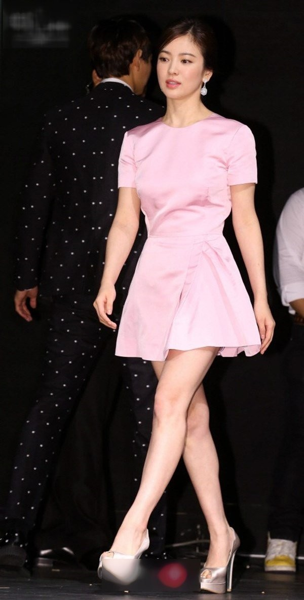 Song Hye Kyo có bí quyết gì mà không cao vẫn khiến người khác phải ngước nhìn? ảnh 2