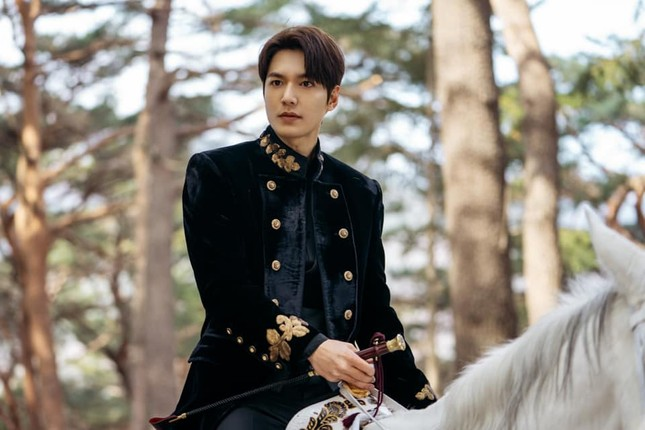"""Sau xuất ngũ, Lee Min Ho trở lại đầy lợi hại với phim """"Quân vương bất diệt"""" ảnh 2"""