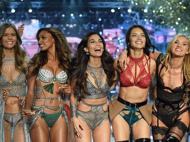 Victoria's Secret đổi gió, mời sao nữ ngực nhỏ làm người mẫu quảng cáo đồ lót ảnh 1
