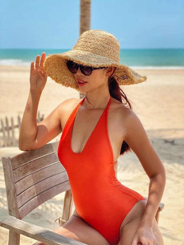 Mùa Hè chưa đến nhưng mỹ nhân Việt đua nhau khoe dáng chuẩn với bikini ảnh 5