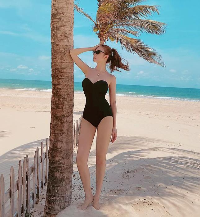Mùa Hè chưa đến nhưng mỹ nhân Việt đua nhau khoe dáng chuẩn với bikini ảnh 7