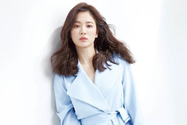Thử nghiệm phong cách trang điểm ấn tượng, Song Hye Kyo bị chê già và kém sắc ảnh 5