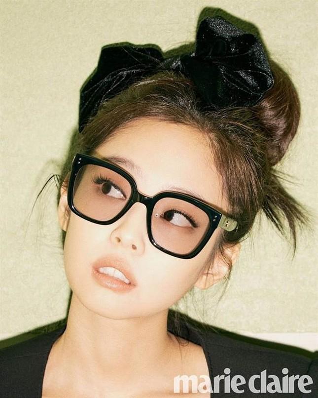 Tóc Tiên, Diệu Nhi tự tin khoe dáng với kính do Jennie (Black Pink) thiết kế ảnh 6