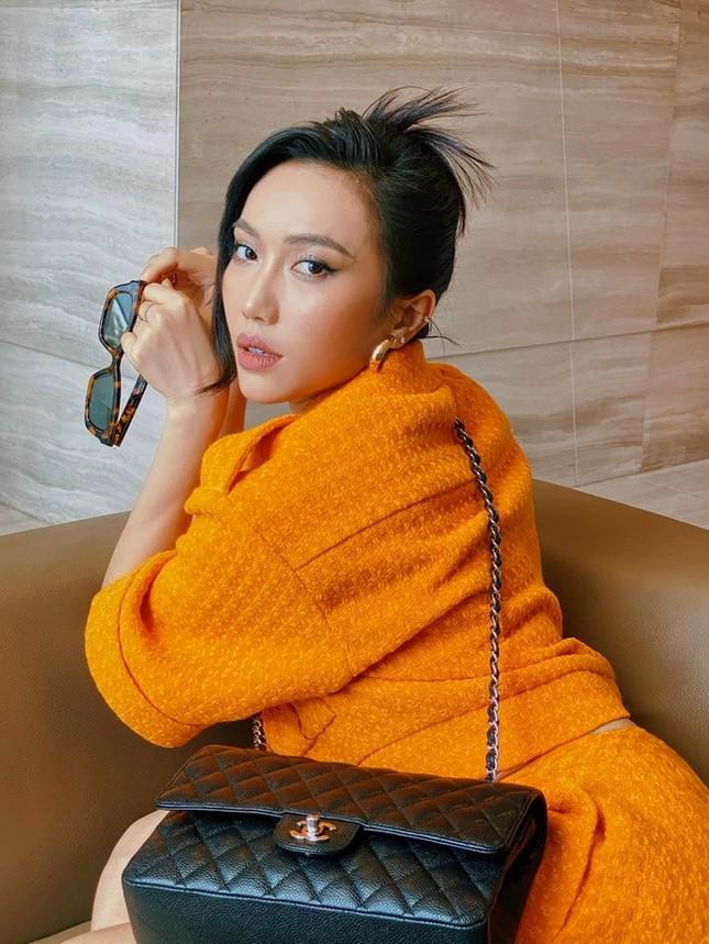 Tóc Tiên, Diệu Nhi tự tin khoe dáng với kính do Jennie (Black Pink) thiết kế ảnh 2