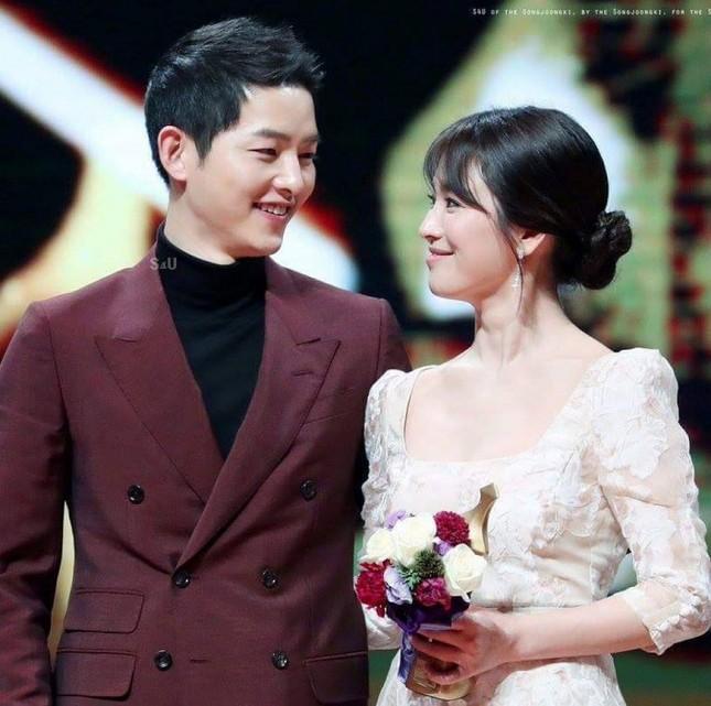 Chỉ một bức ảnh cũng khiến Song Hye Kyo lại bị đồn hẹn hò Park Bo Gum ảnh 1