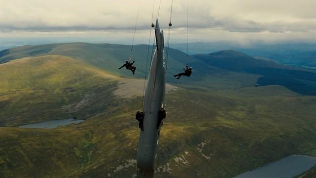 """Hàng loạt """"bom tấn"""" dời lịch chiếu để né COVID-19, riêng TENET vẫn kiên quyết ở lại ảnh 2"""