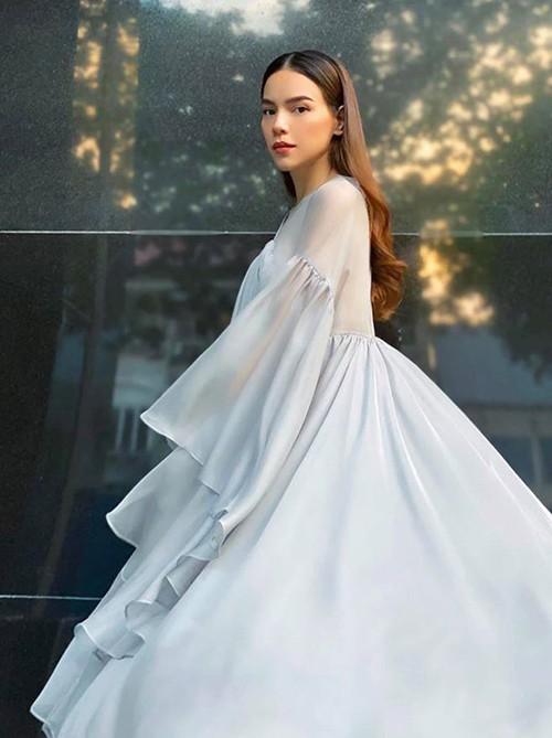 Không thể không trầm trồ trước những bộ váy bầu siêu thời trang của Hồ Ngọc Hà ảnh 4