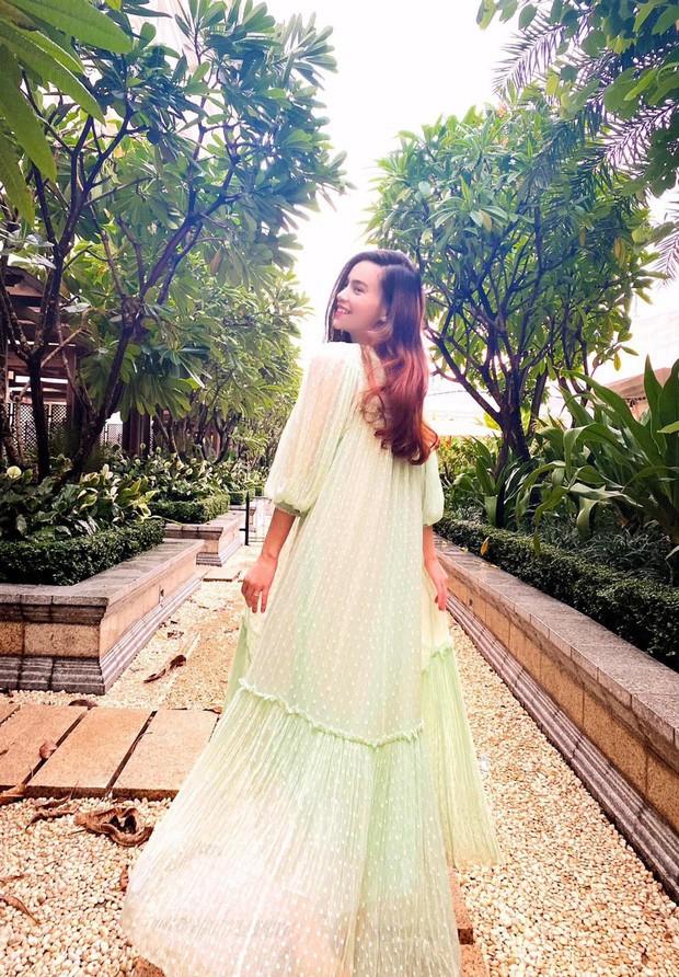 Không thể không trầm trồ trước những bộ váy bầu siêu thời trang của Hồ Ngọc Hà ảnh 1