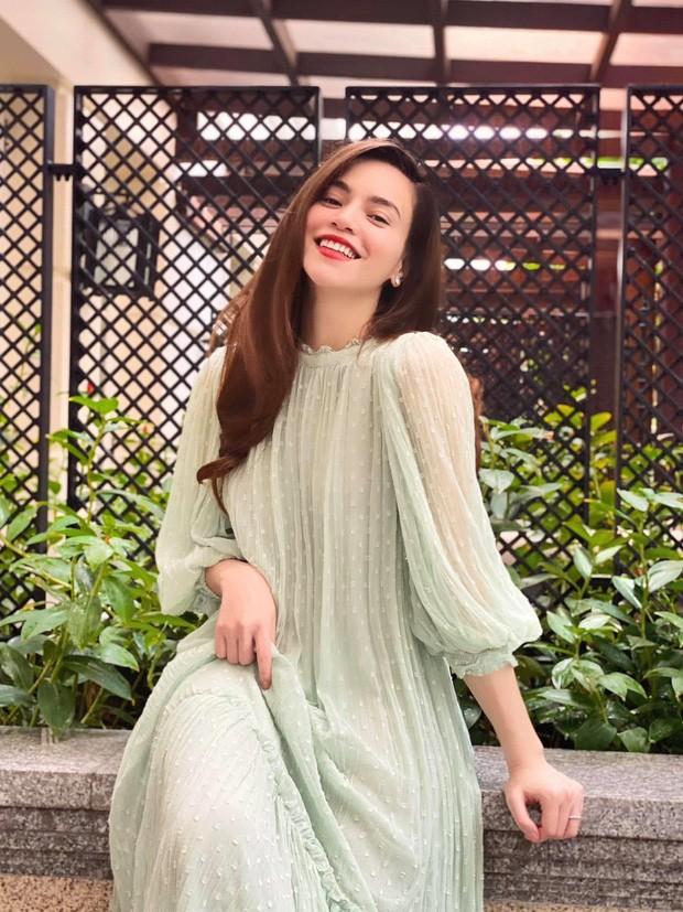 Không thể không trầm trồ trước những bộ váy bầu siêu thời trang của Hồ Ngọc Hà ảnh 2