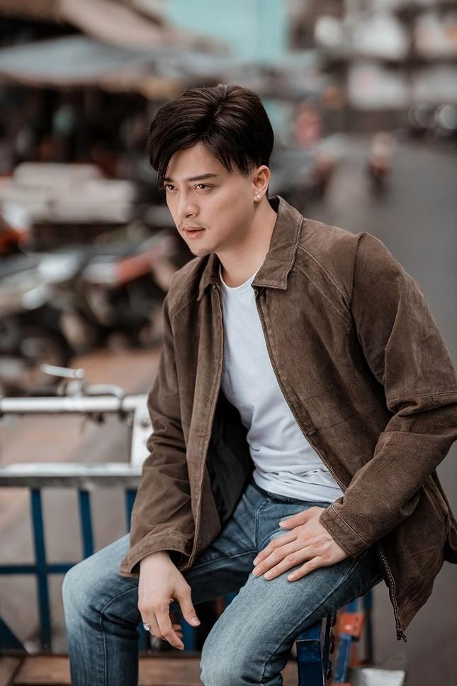 """Sau thời gian """"ở ẩn"""", Cao Thái Sơn liệu có làm nên chuyện với """"Khóc giữa trời mưa""""? ảnh 1"""