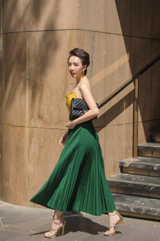 Thu Trang sang chảnh xuống phố, tóc ngắn cá tính mà vẫn đẹp rạng ngời ảnh 13