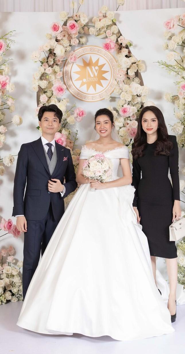 Dù đã thanh minh về bộ đầm hồng trong đám cưới, Hoàng Thùy vẫn bị trừ điểm ảnh 4
