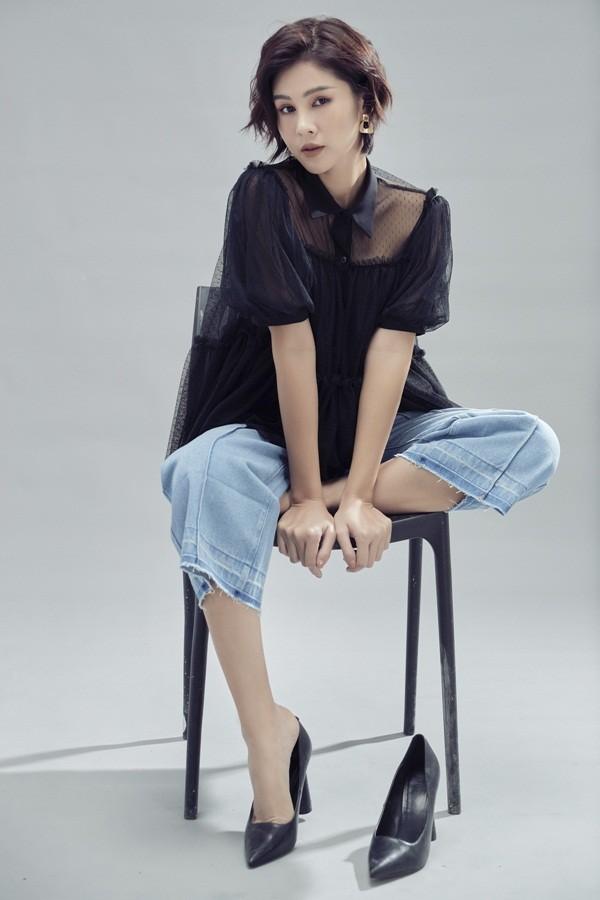 Ai nói phụ nữ mặc jeans thì thiếu nữ tính, MC Thu Hoài chứng minh điều ngược lại ảnh 1