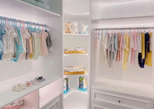 """Choáng ngợp với tủ quần áo đồ sộ của con gái Cường """"Đôla"""" - Đàm Thu Trang ảnh 3"""