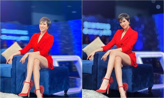 Diện đồ ngắn khoe chân dài nhưng Phương Mai lại khiến nhiều khán giả phải đỏ mặt ảnh 1