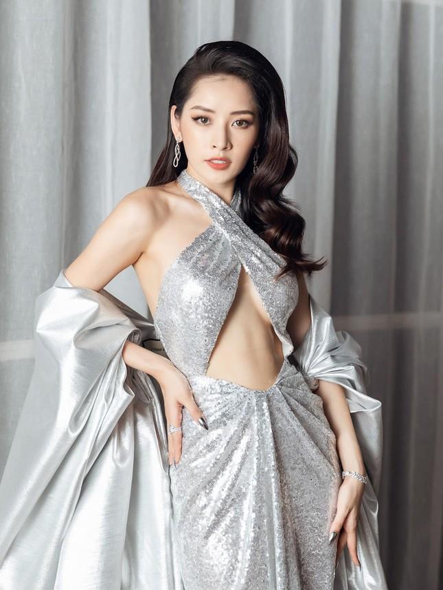Mỹ nhân Việt ngày càng táo bạo với những mẫu váy triệt để khoe đôi gò bồng đảo  ảnh 3
