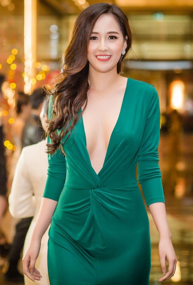 Mỹ nhân Việt ngày càng táo bạo với những mẫu váy triệt để khoe đôi gò bồng đảo  ảnh 6