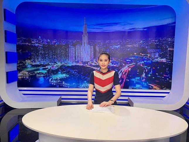Không chỉ làm giảng viên, Hoa hậu Lê Âu Ngân Anh còn thành MC truyền hình ảnh 3