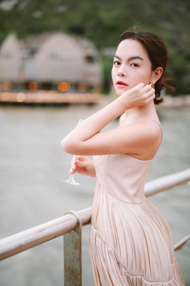 Hậu ly hôn ồn ào, Phạm Quỳnh Anh chẳng ngại khoe đường cong quyến rũ  ảnh 10
