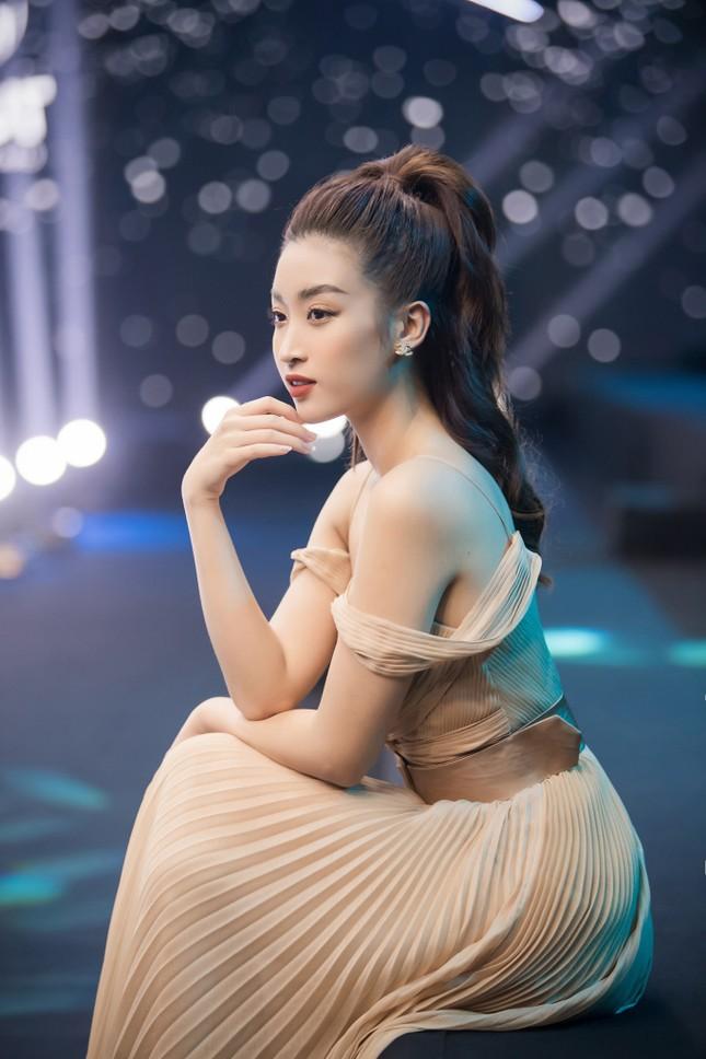 Vì sao Hoa hậu Đỗ Mỹ Linh chưa mua nhà, mua xe, dù tài chính dư dả? ảnh 5