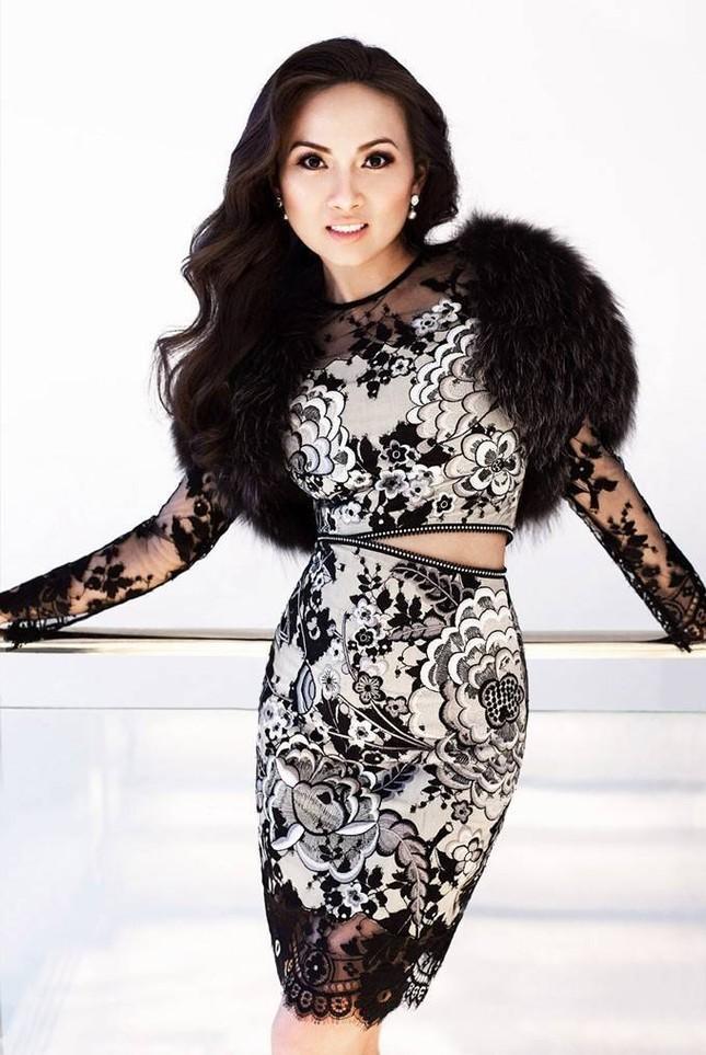 Sở hữu tài sản hơn 1 tỷ đôla, nghệ sĩ giàu nhất Việt Nam có gu thời trang thế nào? ảnh 7