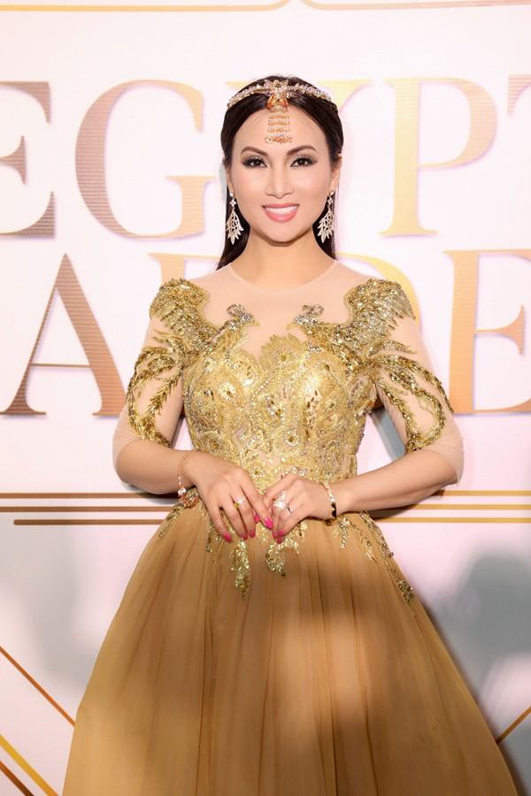 Sở hữu tài sản hơn 1 tỷ đôla, nghệ sĩ giàu nhất Việt Nam có gu thời trang thế nào? ảnh 8