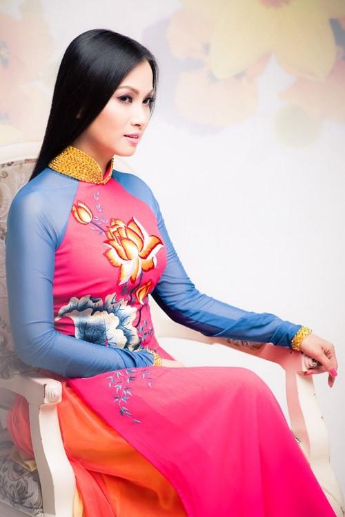Sở hữu tài sản hơn 1 tỷ đôla, nghệ sĩ giàu nhất Việt Nam có gu thời trang thế nào? ảnh 11