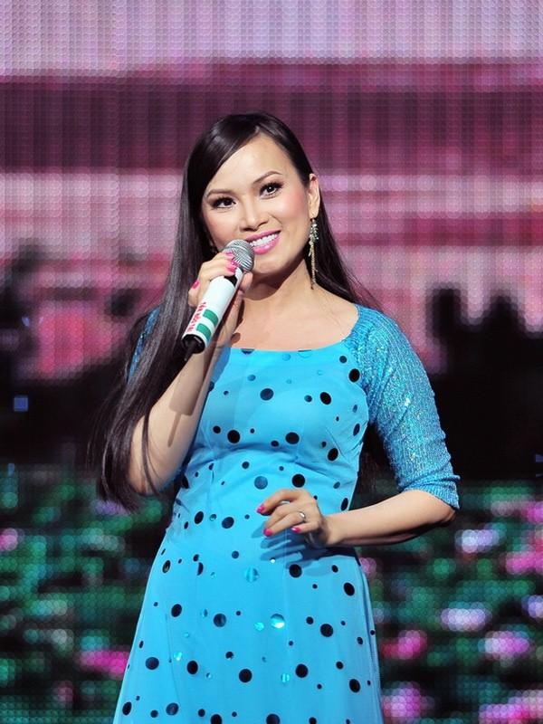 Sở hữu tài sản hơn 1 tỷ đôla, nghệ sĩ giàu nhất Việt Nam có gu thời trang thế nào? ảnh 10