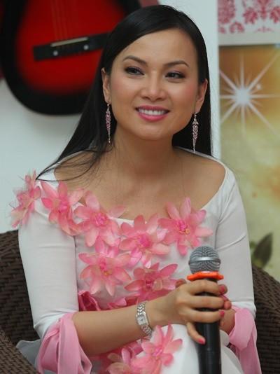 Sở hữu tài sản hơn 1 tỷ đôla, nghệ sĩ giàu nhất Việt Nam có gu thời trang thế nào? ảnh 14