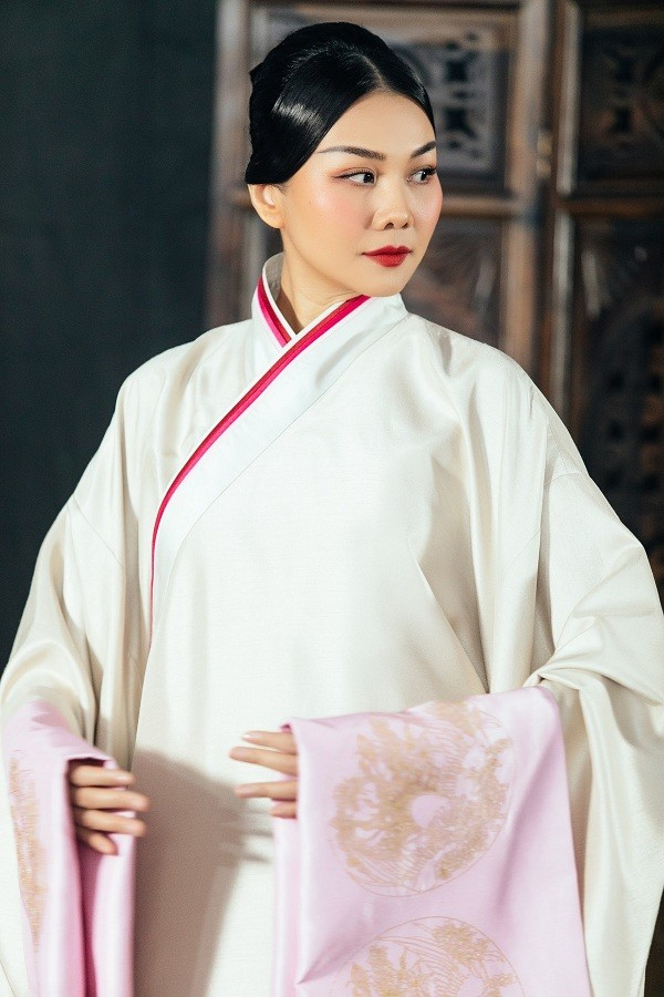 """Những con số gây """"choáng"""" về bộ phượng bào mà Thanh Hằng mặc trong phim mới  ảnh 11"""