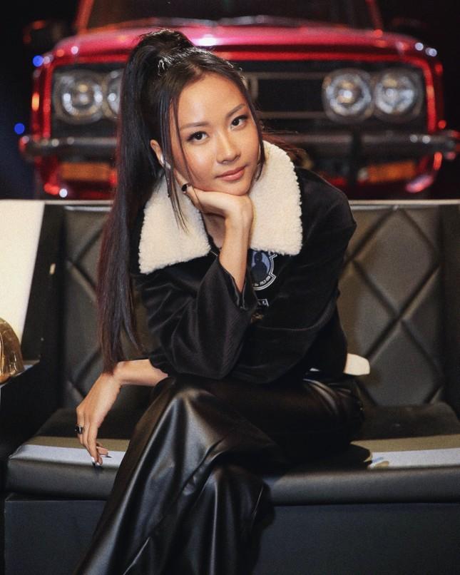 """Cuối cùng thì Suboi đã chịu mặc đồ ôm sát khoe vẻ gợi cảm trong """"Rap Việt"""" ảnh 5"""
