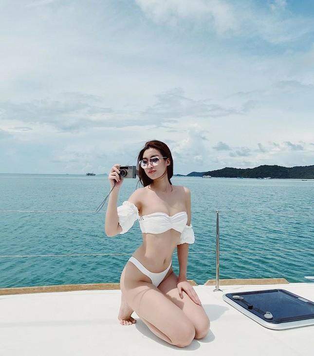 Hết khoe dáng trên biển, sao Việt phải diện bikini nóng bỏng trên du thuyền mới đúng mốt ảnh 5