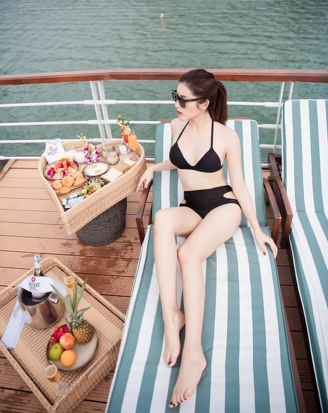 Hết khoe dáng trên biển, sao Việt phải diện bikini nóng bỏng trên du thuyền mới đúng mốt ảnh 4
