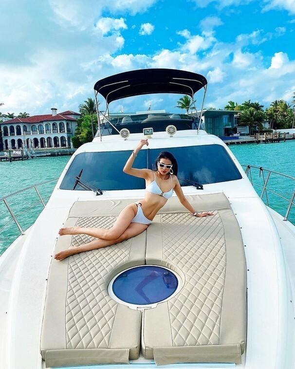 Hết khoe dáng trên biển, sao Việt phải diện bikini nóng bỏng trên du thuyền mới đúng mốt ảnh 7