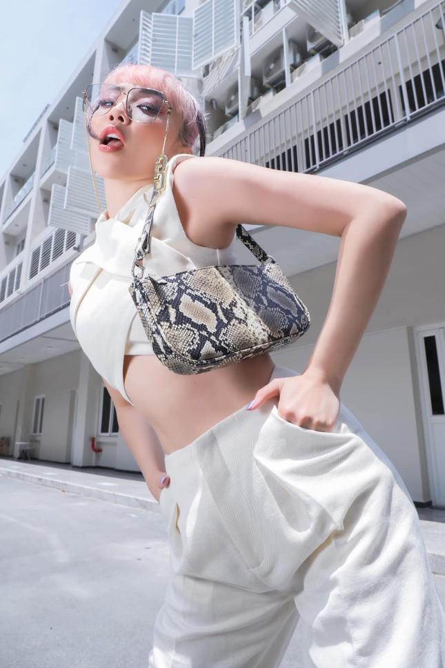 Lý do nào khiến Tóc Tiên quyết định giã từ sự nghiệp mua sắm túi hàng hiệu? ảnh 1