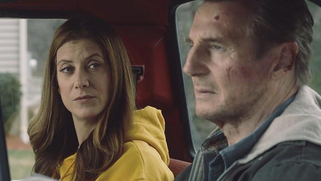 """Liam Neeson mãi chưa thoát kiếp lận đận, lại cân não đối đầu FBI trong """"Phi vụ hoàn lương"""" ảnh 4"""