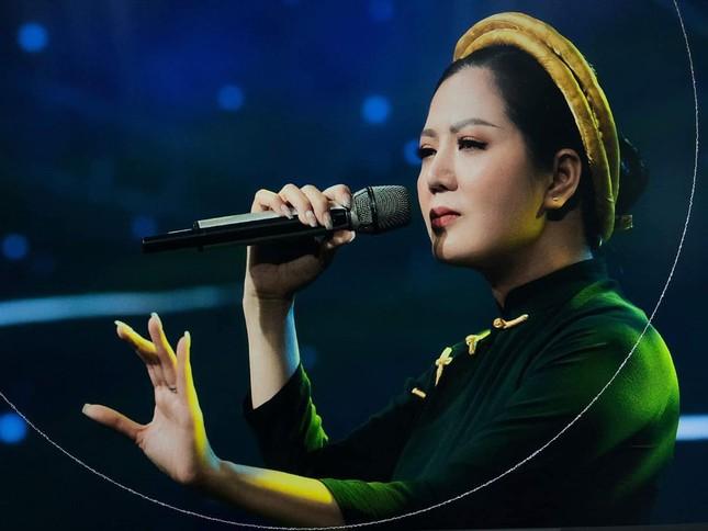 """""""Người con xứ Nghệ"""" Đinh Hiền Anh nhanh chóng có hành động giúp đỡ bà con vùng lũ ảnh 4"""