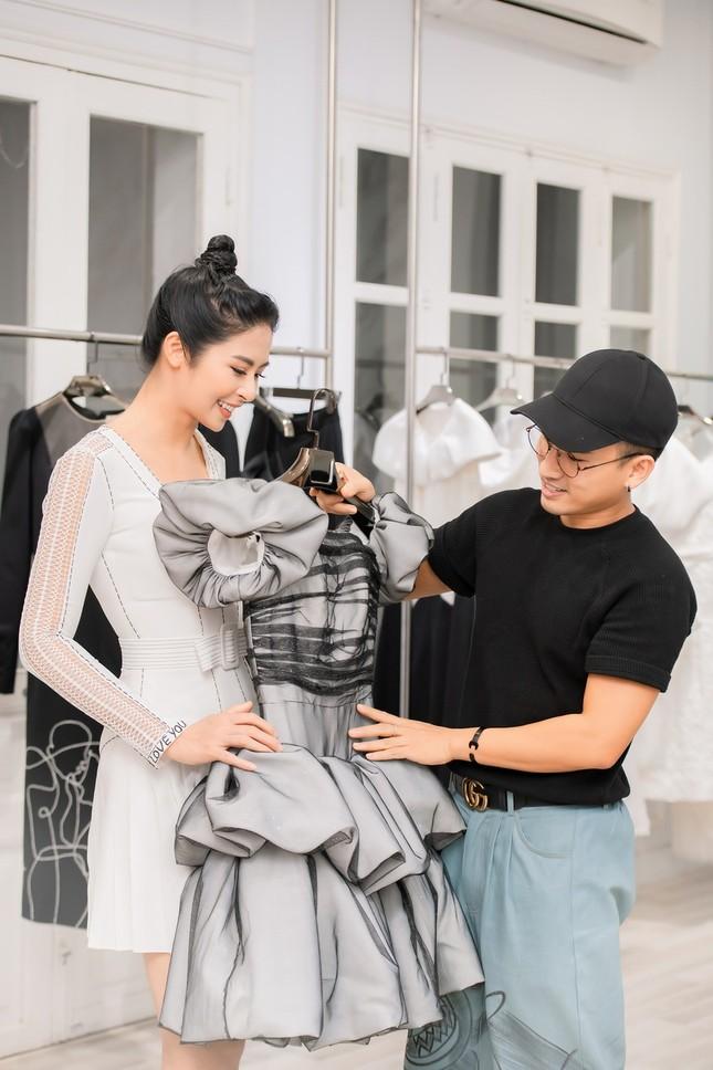 Ngọc Hân cùng Á hậu Trà My, Thanh Tú rủ nhau mua váy gây quỹ ủng hộ miền Trung ảnh 3