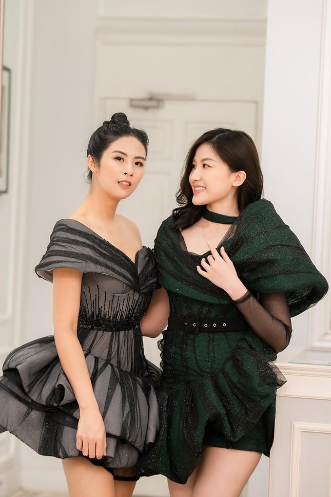 Ngọc Hân cùng Á hậu Trà My, Thanh Tú rủ nhau mua váy gây quỹ ủng hộ miền Trung ảnh 5
