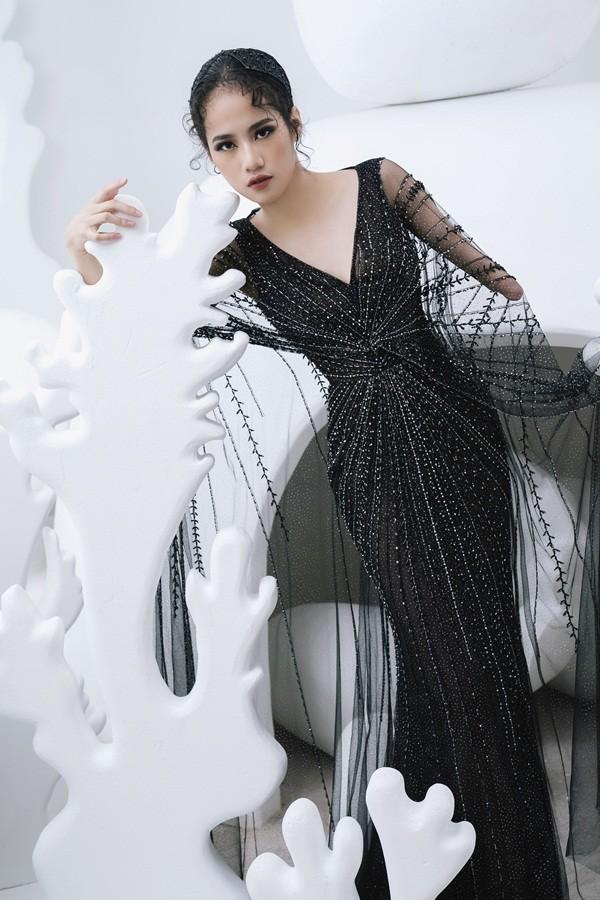 Lạ lẫm xen lẫn cảm phục trước cô gái khuyết tay tự tin làm người mẫu thời trang ảnh 10