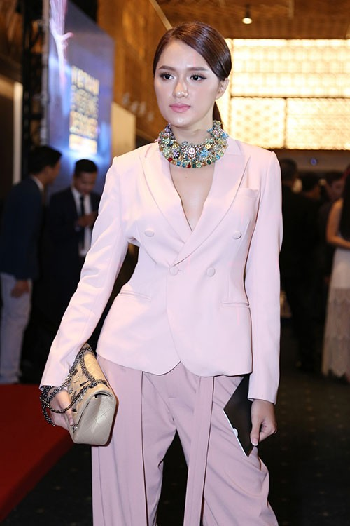 """Từ """"sao"""" nữ hàng đầu, Hương Giang trở thành nhân vật nhiều anti-fan nhất V-biz  ảnh 13"""