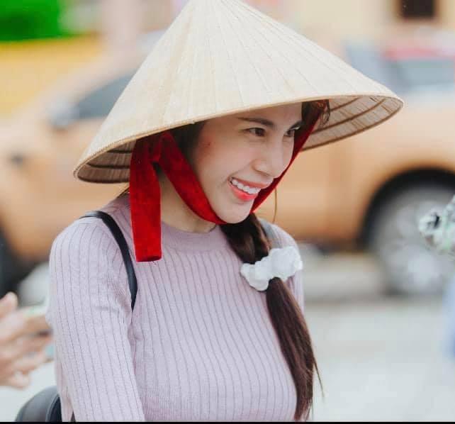 Đến lượt Thủy Tiên bị anti-fan tấn công, buồn rơi nước mắt trước nhiều lời chỉ trích ảnh 2