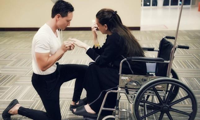 Có ai như Hồ Ngọc Hà: Ngồi xe lăn nhận lời cầu hôn xúc động từ Kim Lý ảnh 11