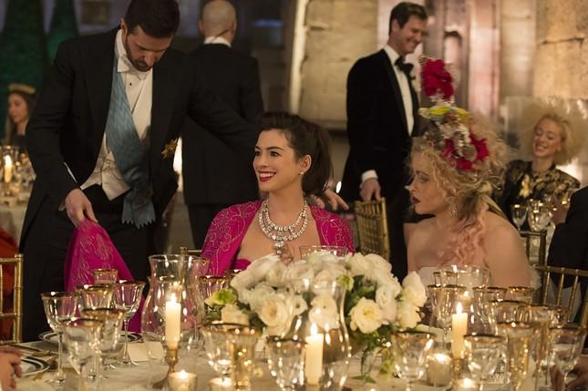 """Đóng phim nào cũng tạo xu hướng thời trang, Anne Hathaway quả đúng là """"nữ hoàng mặc đẹp"""" ảnh 7"""