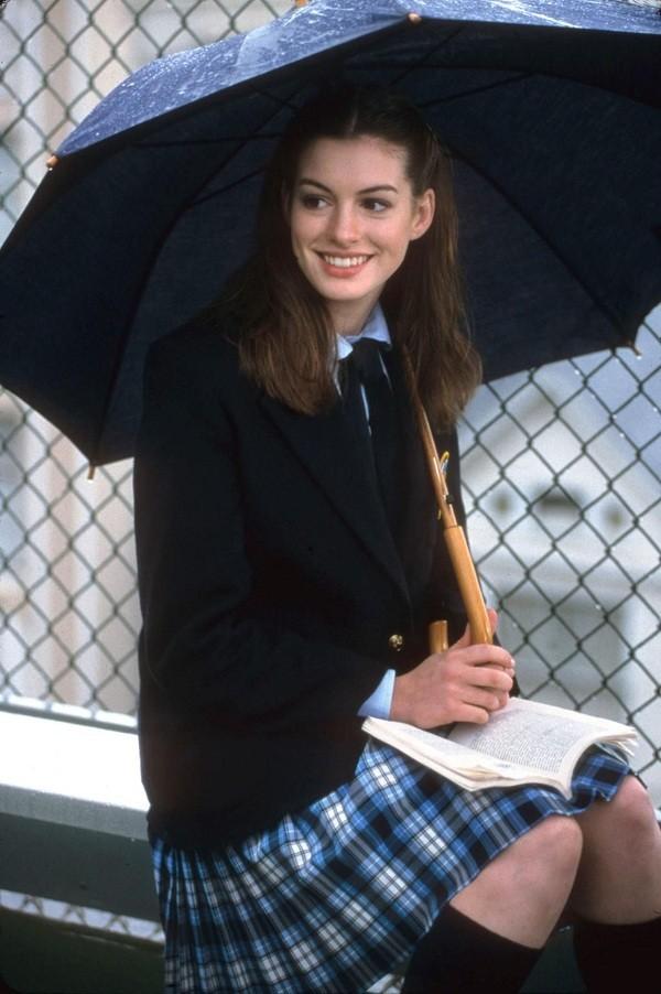 """Đóng phim nào cũng tạo xu hướng thời trang, Anne Hathaway quả đúng là """"nữ hoàng mặc đẹp"""" ảnh 3"""