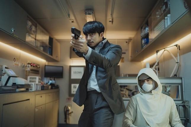 """Khi hai mỹ nam Gong Yoo và Park Bo Gum """"song kiếm hợp bích"""", khán giả biết chọn ai? ảnh 2"""