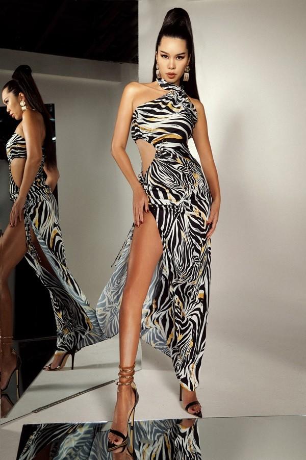 """Không hổ danh là """"nữ hoàng quyến rũ"""", Hà Anh diện đẹp những mẫu váy hở đến thót tim  ảnh 11"""