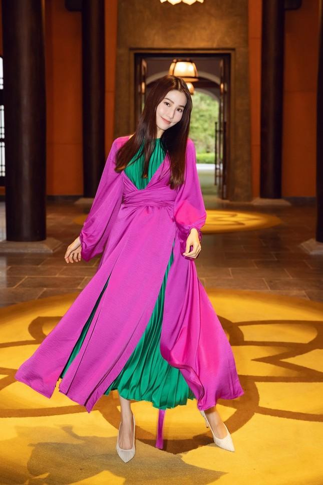 Dàn Hoa hậu, Á hậu xinh đẹp rạng ngời bất chấp trang phục mỏng manh giữa trời lạnh giá ảnh 7